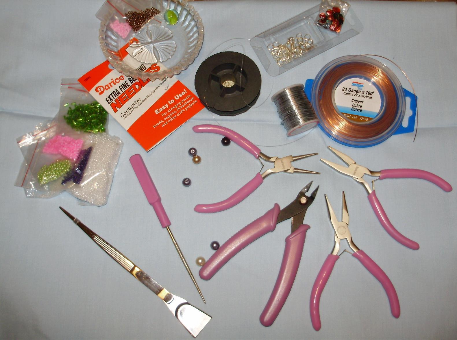 Бисер-Для плетения и шитья может быть использован как многоцветный бисер, так и бисер одного тона.