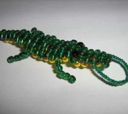 Брелок крокодил из бисера