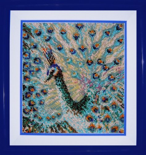Картина из бисера с павлином