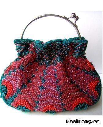 фото сумочки вышитой бисером