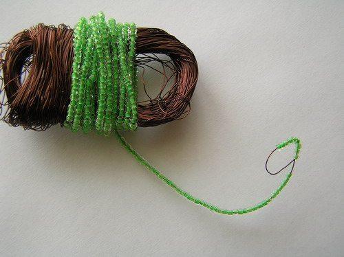 Процесс плетения кактуса из бисера