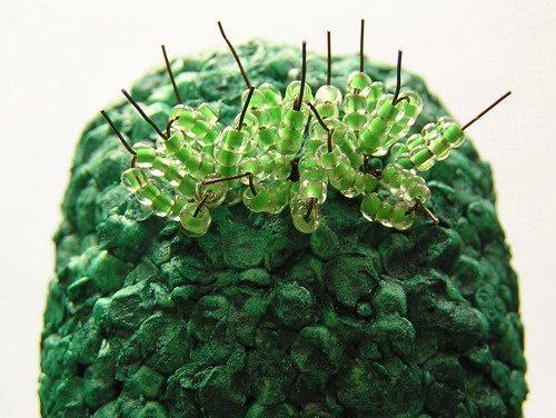 Процесс плетения кактуса из бисера-7