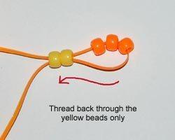 Процесс плетения ящерицы из бисера-6