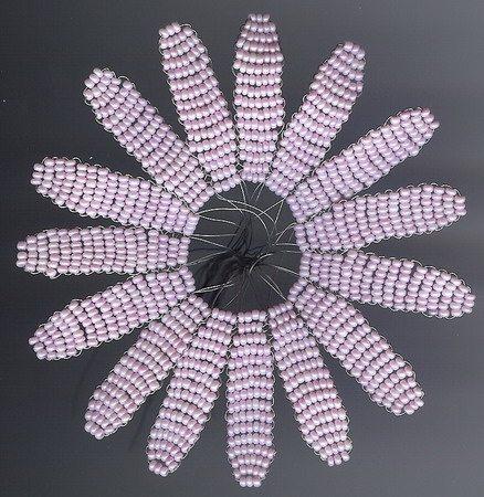 лепестки герберы из бисера