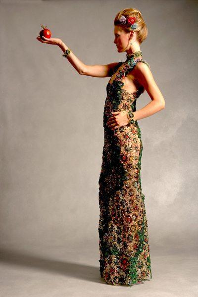 Зеленое вечернее платье из бисера вид сбоку