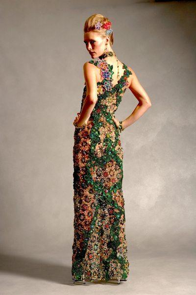Зеленое вечернее платье из бисера вид сзади