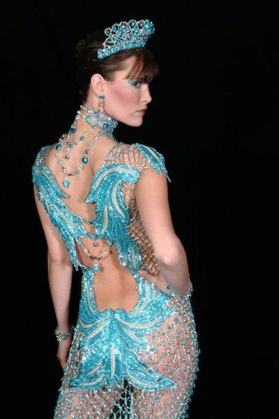 Бирюзовое платье из бисера - вид сзади