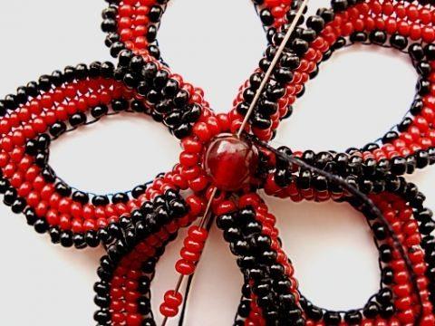 Схема плетения объемного цветка из бисера