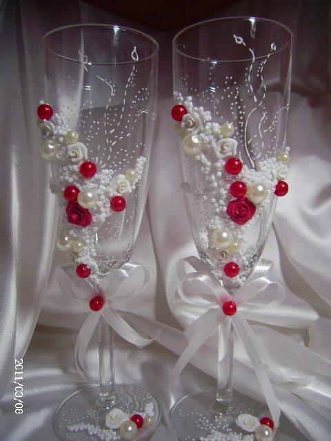 Свадебные бокалы украшенные бисером и бусинами
