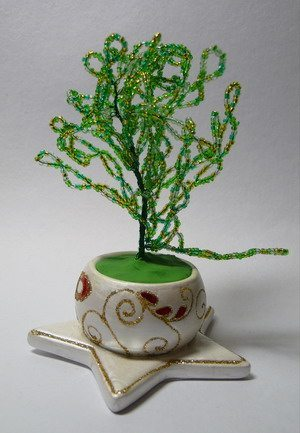 Новогодняя елочка из бисера.