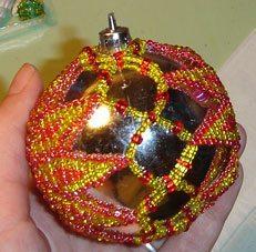 Елочный шарик из бисера своими руками