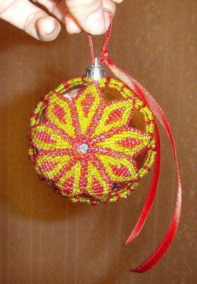 Елочный шар из бисера