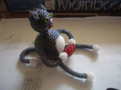 Плетеная кошка из бисера
