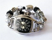 оригинальные часы из бусин
