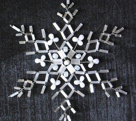 Ажурные снежинки из бисера