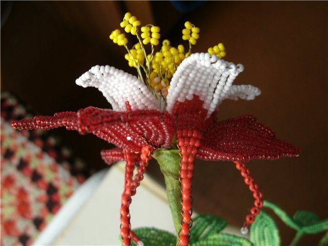 Готовый цветок аквилегия из бисера