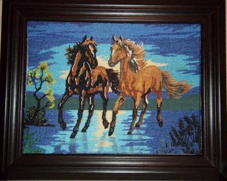 Вышитая бисером картина с лошадьми