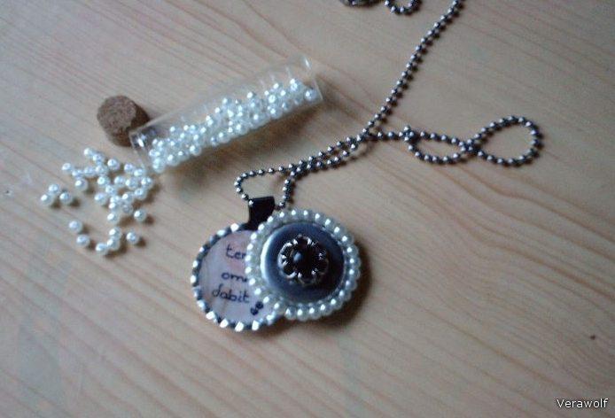 Оригинальный медальон с бисером