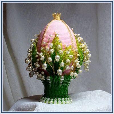 Пасхальное яйцо из бисера с ландышами