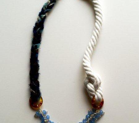Ожерелье из разных материалов