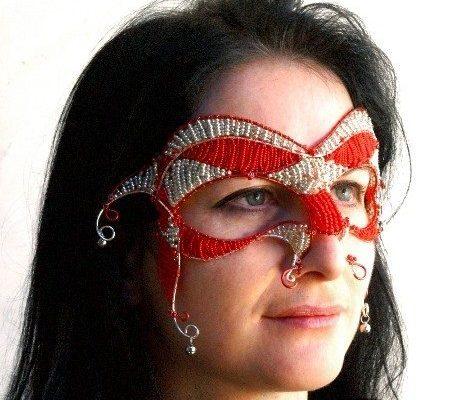Венецианская маска из бисера