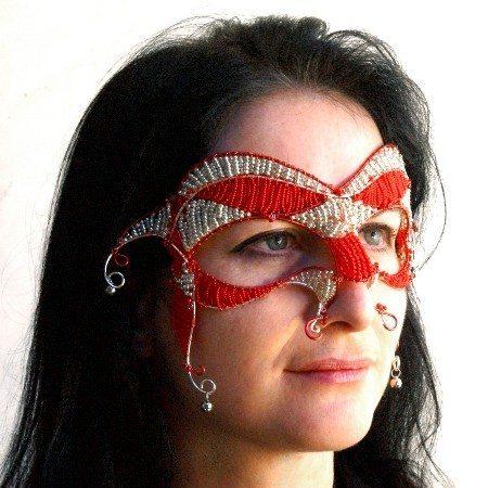 Венецианская маска из бисера.