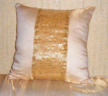 Декоративная подушка и стеклярус