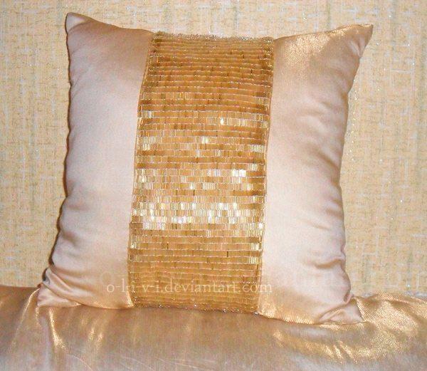 Декоративная подушка с бисером