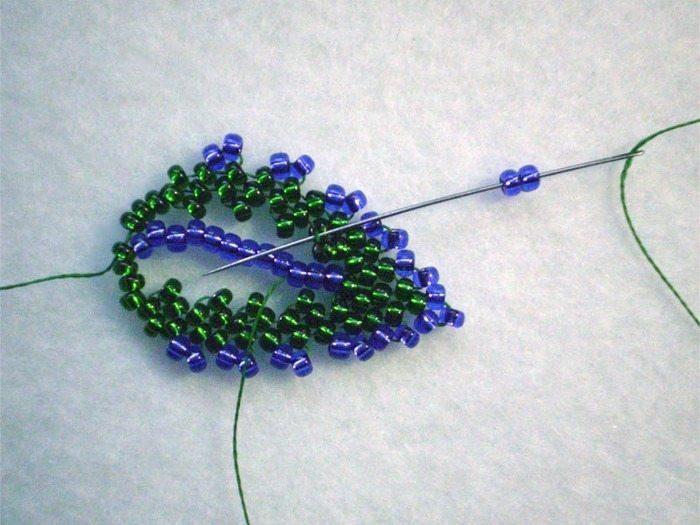 плетем листья из бисера
