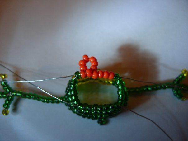 Схема оплетения выглядит так: схема плетения крестиком. .  А еще можно...  Пальма из бисера. .