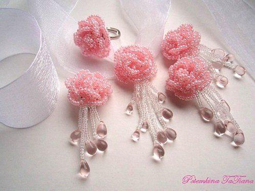 Комплект из бисерных роз