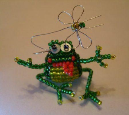 Объемная лягушка из бисера своими руками