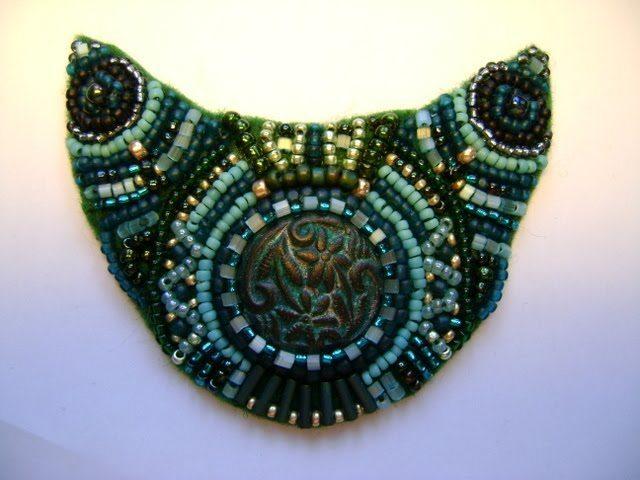 Медальон из бисера