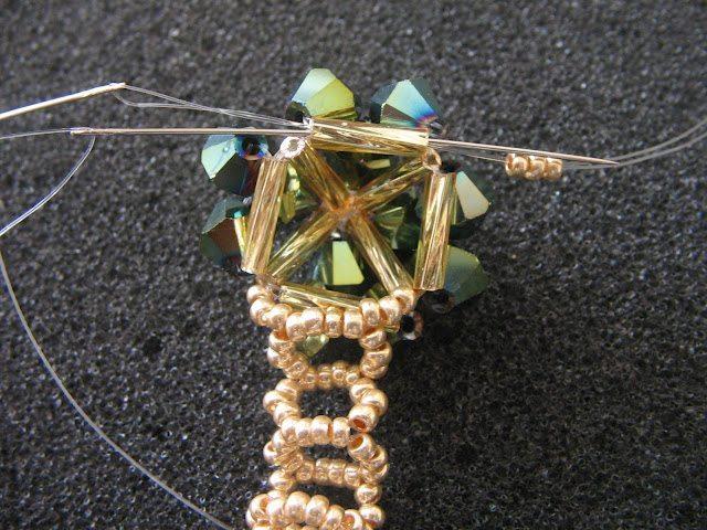 бисерное кольцо в виде цветка