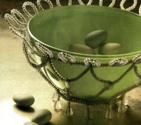 Оплетение стеклянной чаши бисером.