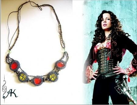 """Например, выше вы можете видеть ожерелье из бисера под названием  """"Суинни Тодд """" ."""