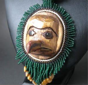 деревянная маска с бисером