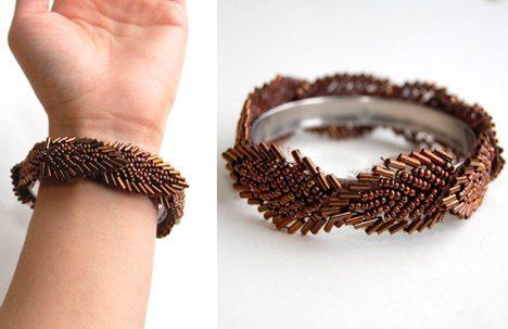 Бисерный браслет на металлической основе