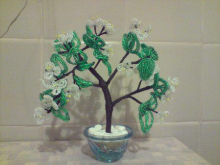 весенне бисерное деревце