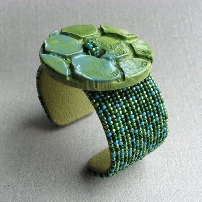 широкий бисерный браслет