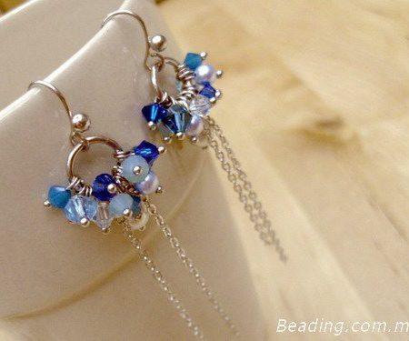 Сережки из голубых биконусов своими руками