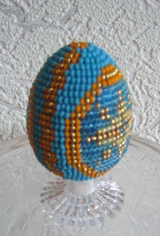 Оплетенное бисером яйцо