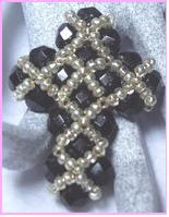 Крестик из бисера и биконусов