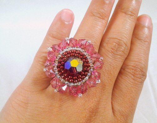 бисерное кольцо с круглым элементом