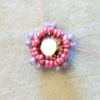 Цветок из бисера с кристаллом