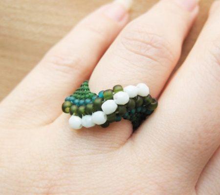 Кольцо с волнообразным узором