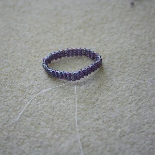 как сплести кольцо из бисера