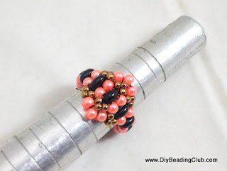 Плетёное кольцо из бисера