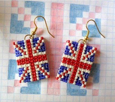 Серьги из бисера с британским флагом