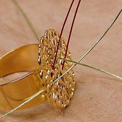 Необычное кольцо из бисера и бусин